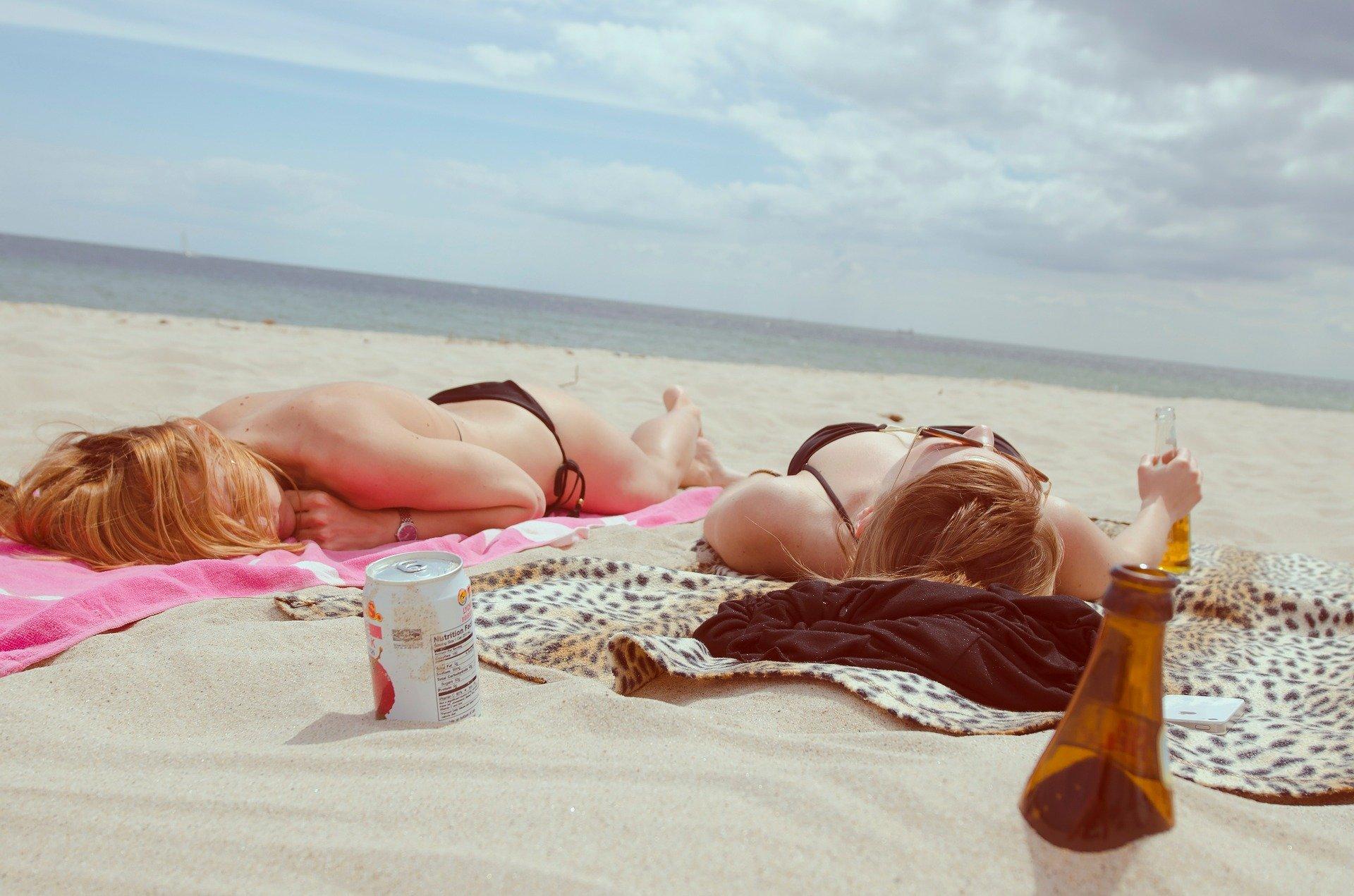 Beber alcohol en verano es peligroso para la salud.