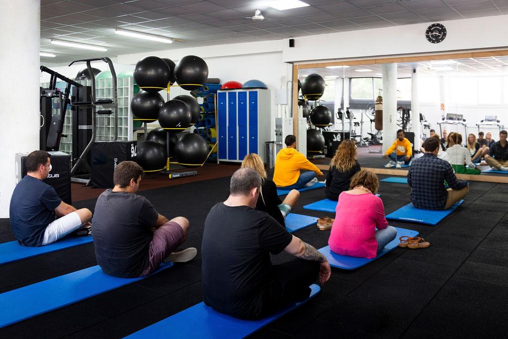 Sesión de yoga y meditación