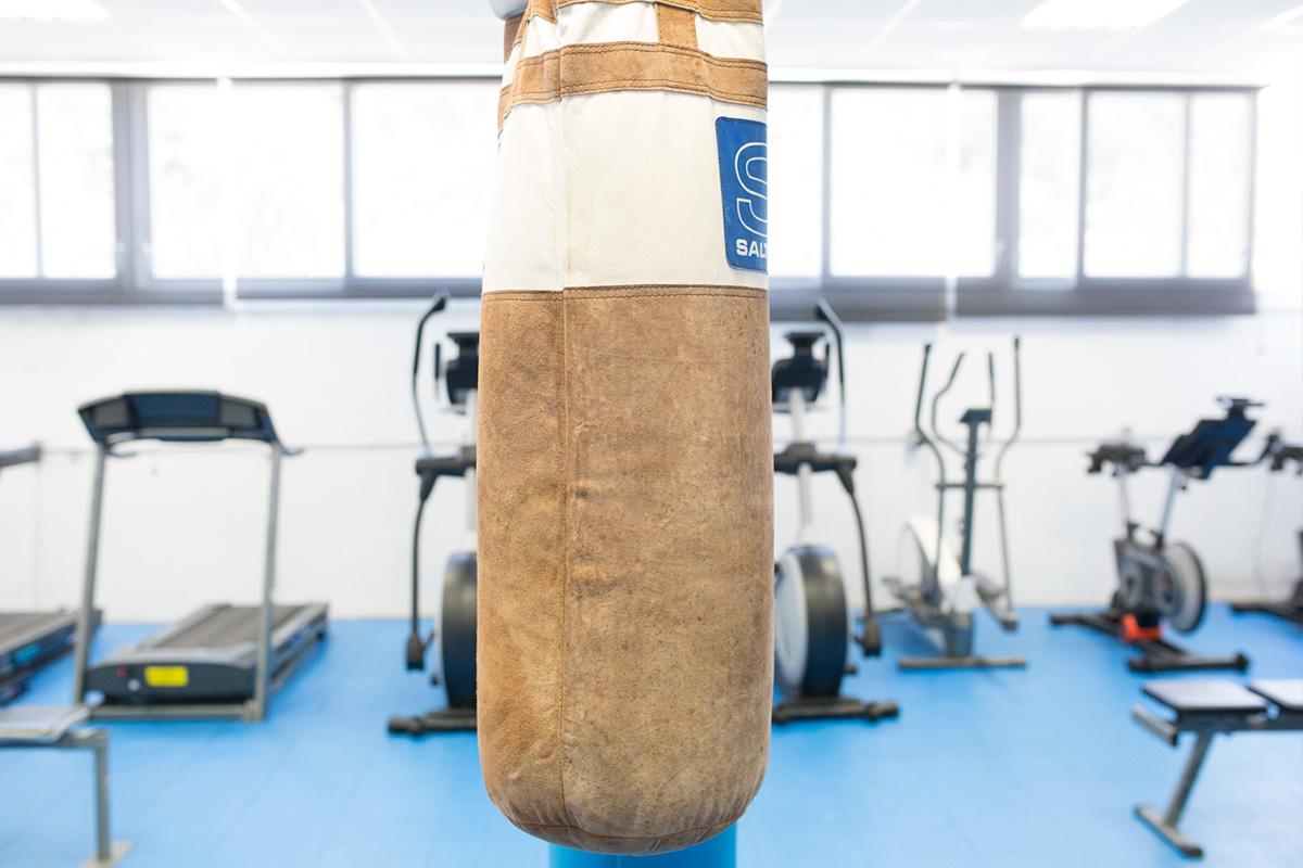 Detalle de saco de boxeo del gimnasio