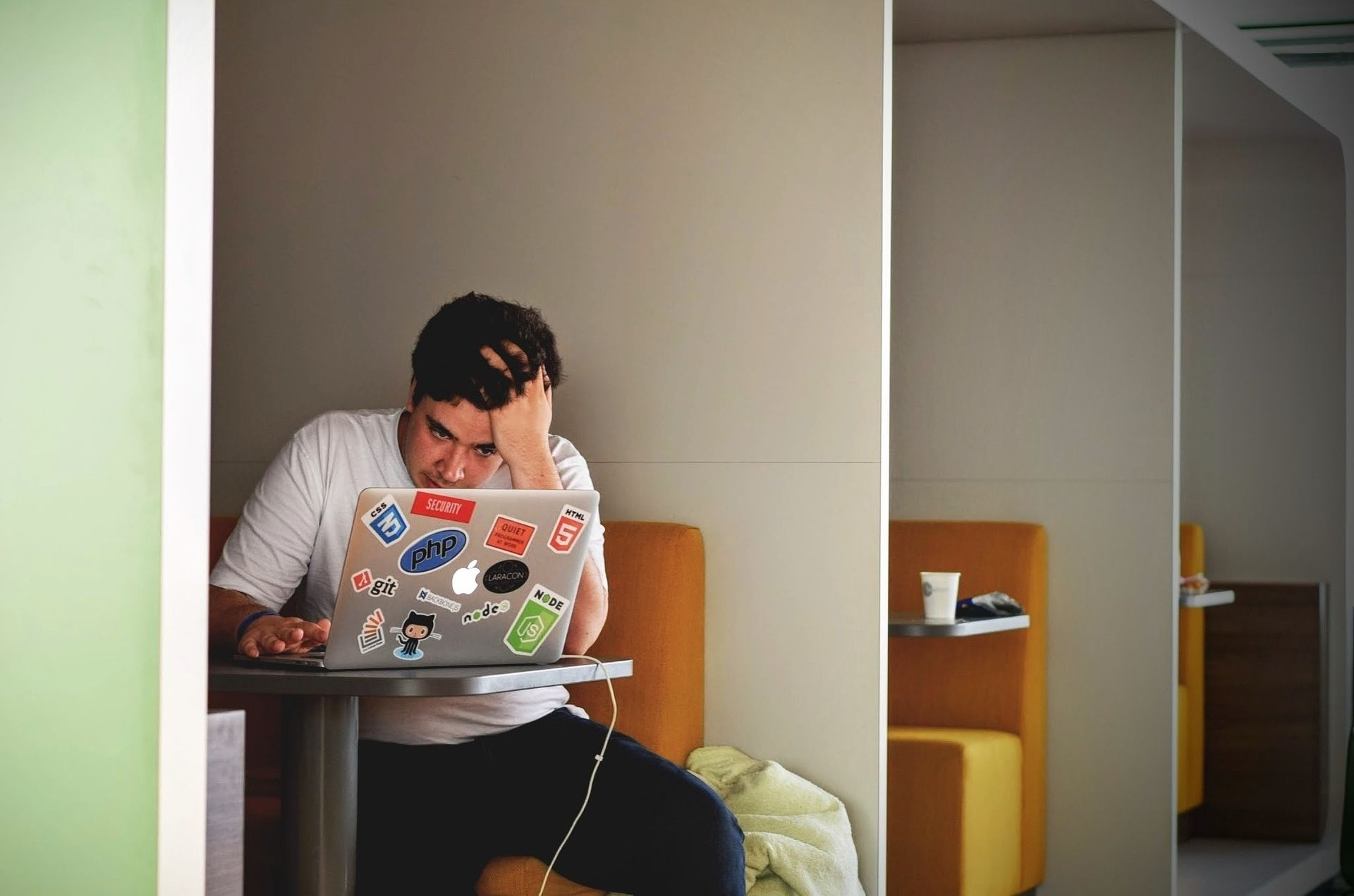 La Adicción A Internet Es Un Trastorno Conductual Que Nace A Partir De Un Abuso.