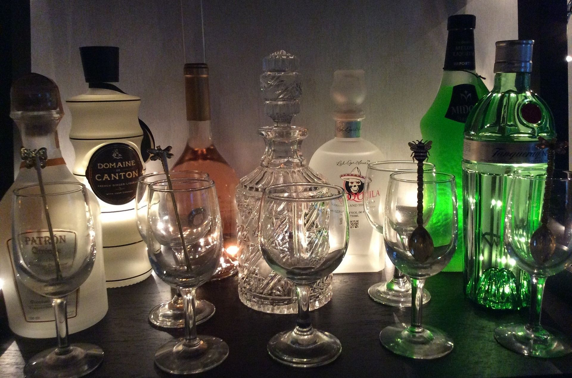 Los sintomas del alcoholismo son una señal de alerta de que una persona bebe demasiado alcohol.