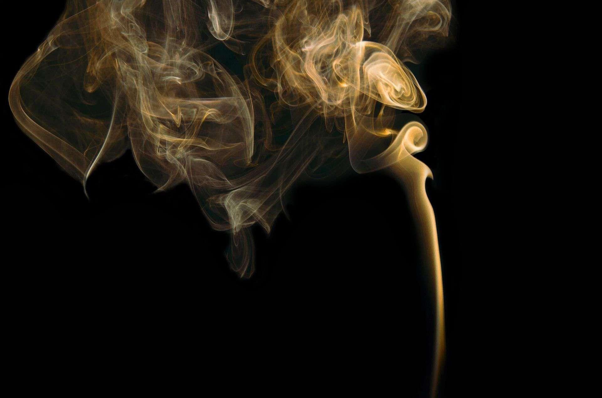 Si deseas conocer la respuesta a como saber si una persona fuma porros debes prestar atención a su conducta y a las posibles señales de adicción.